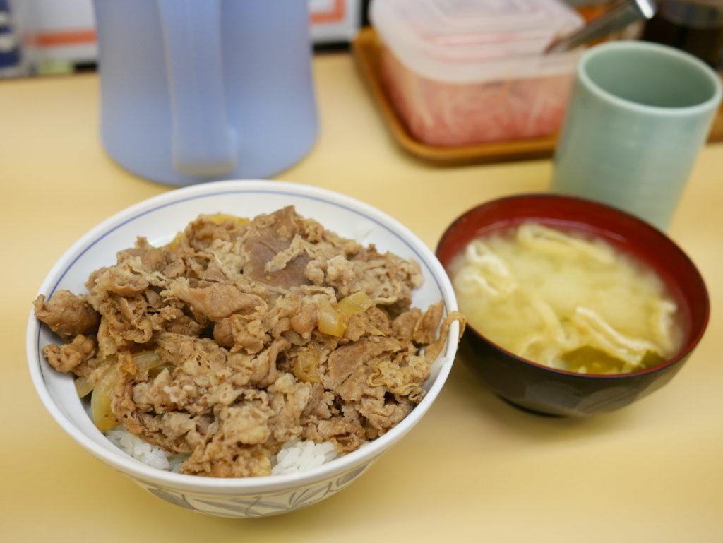 サンボ牛丼みそ汁